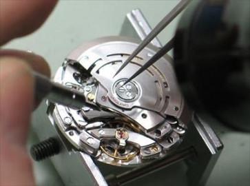 Reemplazo de mecanismos de relojería con fecha
